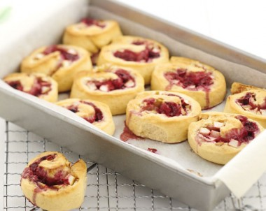 Apple-Berry Cream Cheese Scrolls