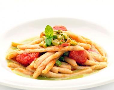 Pasta with Tomato, Zucchini Ragu and Mint
