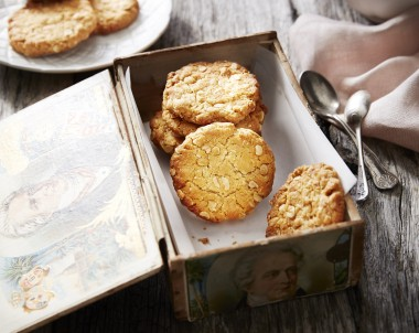 Crunchy Anzac Biscuits recipe