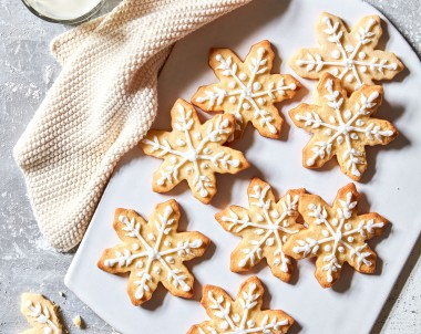 How to make snowflake biscuits