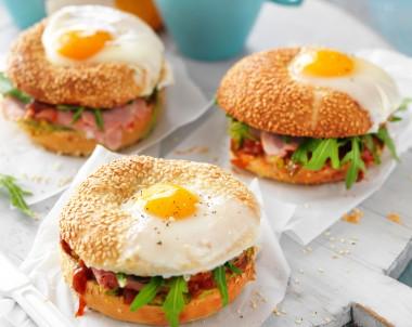 Egg breakfast bagel