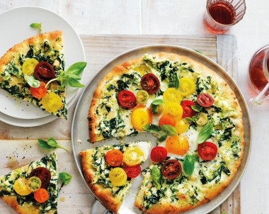 Easy spinach, tomato & egg pizza florentine style!