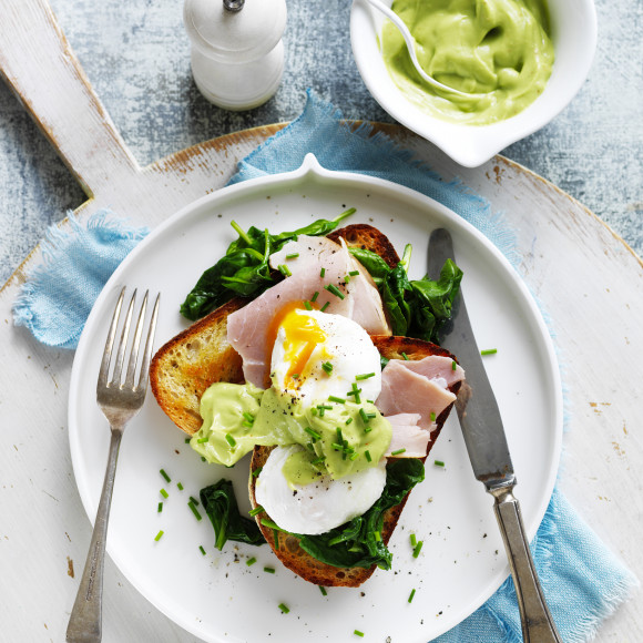 Avocado 'Hollandaise' with Eggs, Ham and Spinach Recipe ...