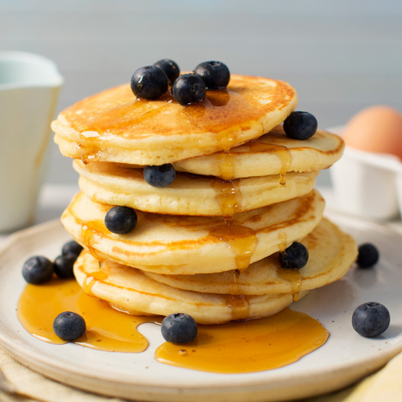 Easy pancake recipe for kids. Makes delicious and fluffy pancakes.