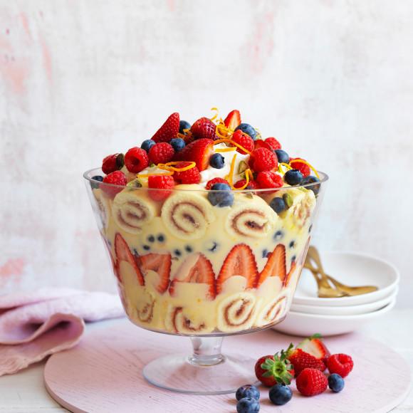 Easy Custard Berry Trifle Recipe Myfoodbook Easy Trifle Recipe