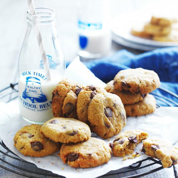 Easy Chocolate Chip Cookie Recipe Myfoodbook Devondale Farmer