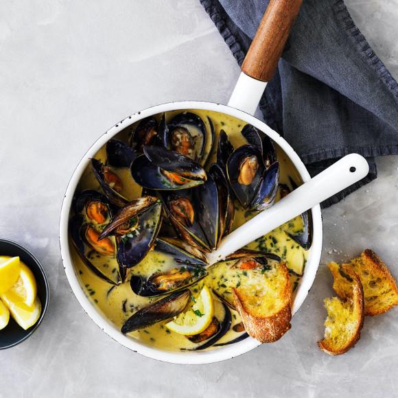 Creamy Garlic Mussels recipe