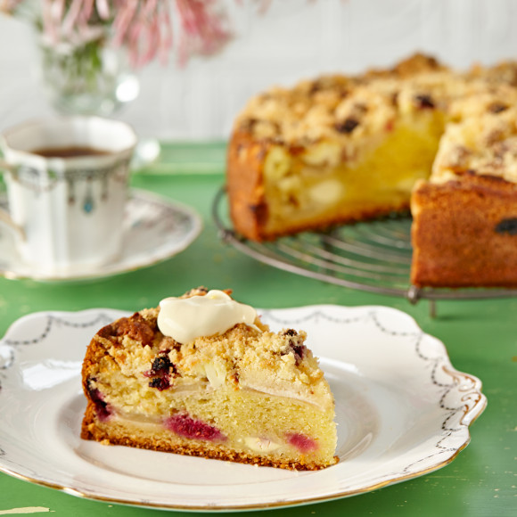 Apple and Raspberry Crumble Cake