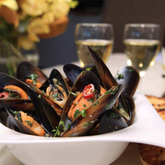 garlic chilli mussels recipe myfoodbook