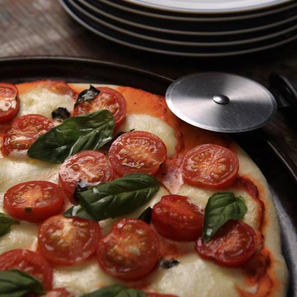 Cherry Tomato, Basil & Bocconcini Pizza