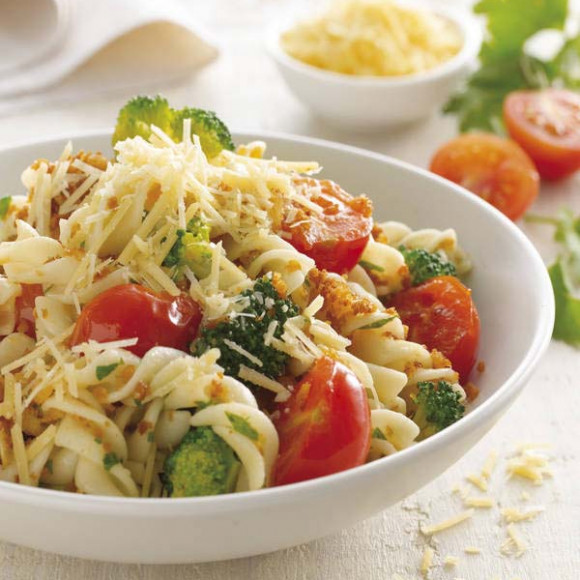 Pasta with broccoli and cherry tomatoes
