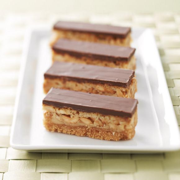 Easy Caramel Peanut Slice