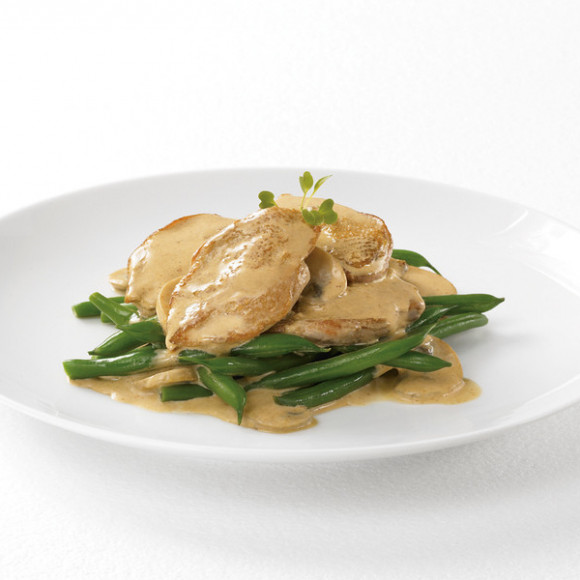 Quail Breast Fillets In Paprika Cream Sauce with Garlic and Mushrooms