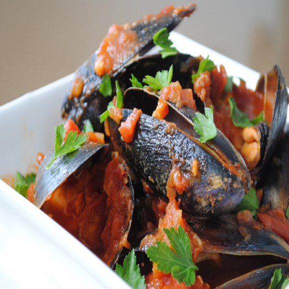 Mussels in a Spicy Tomato Sauce Recipe | myfoodbook