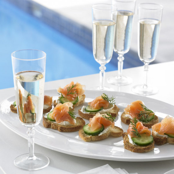 Crostini with Smoked Salmon, Dill & Cucumber