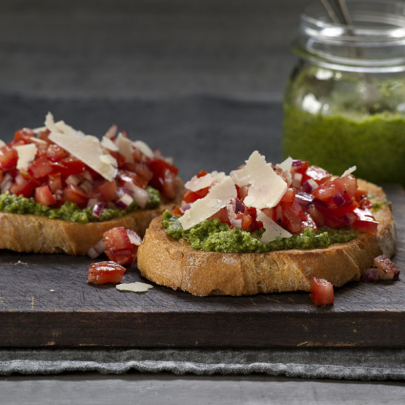 Bruschetta with Basil & Cashew Pesto