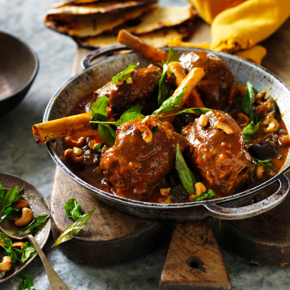 Slow cooker curry lamb shanks