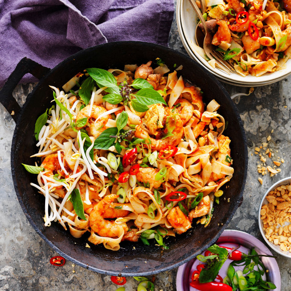 Easy chicken and prawn pad thai recipe