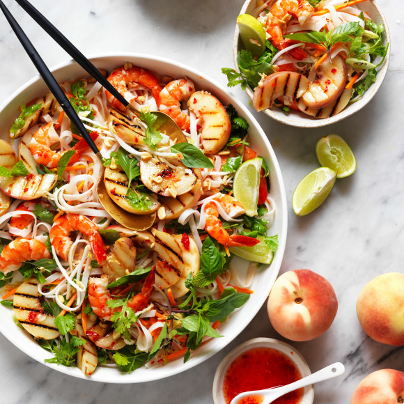 Grilled peach salad recipe with prawns and noodles