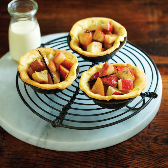 Tartlets with Pear, Vanilla and Cinnamon Compote