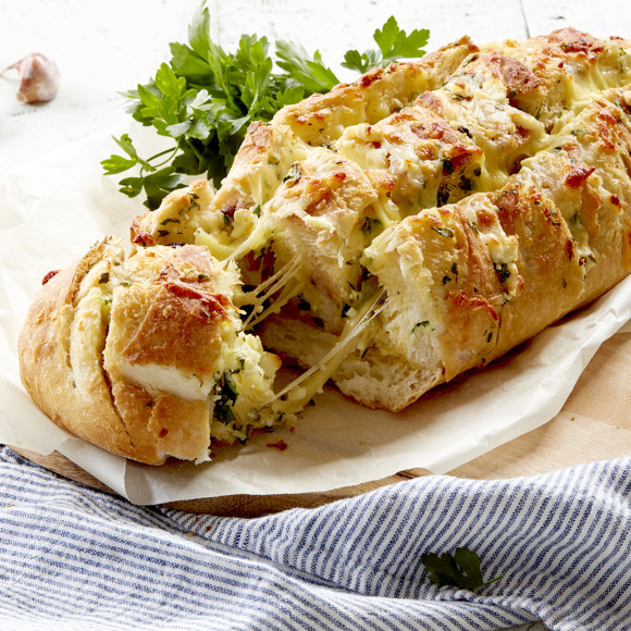 Mediterranean 4 Cheese Pull-Apart Loaf