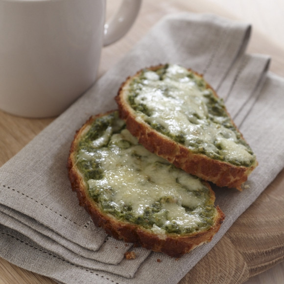 Cheesy pesto toast