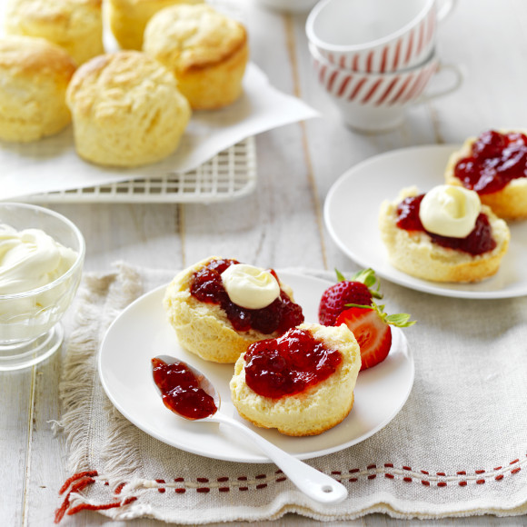 How to make traditional scones recipe topped with jam and cream
