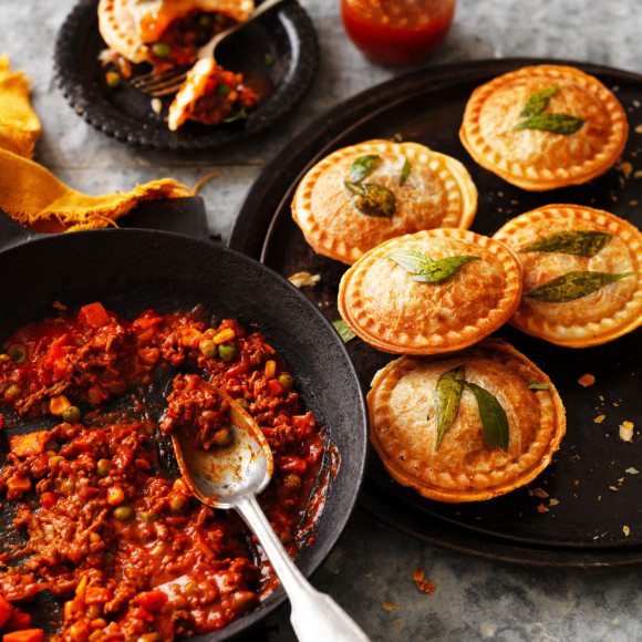 Mini beef mince curry pie maker pies